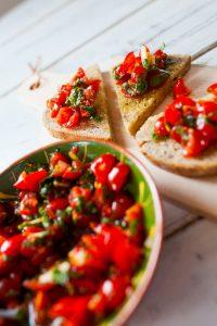 Blogpost afbeelding Bruschetta met tomaat, knoflook en basilicum