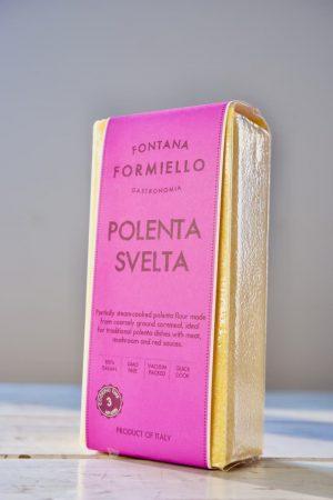 Polenta, voor gestoomd polenta meel product afbeelding.
